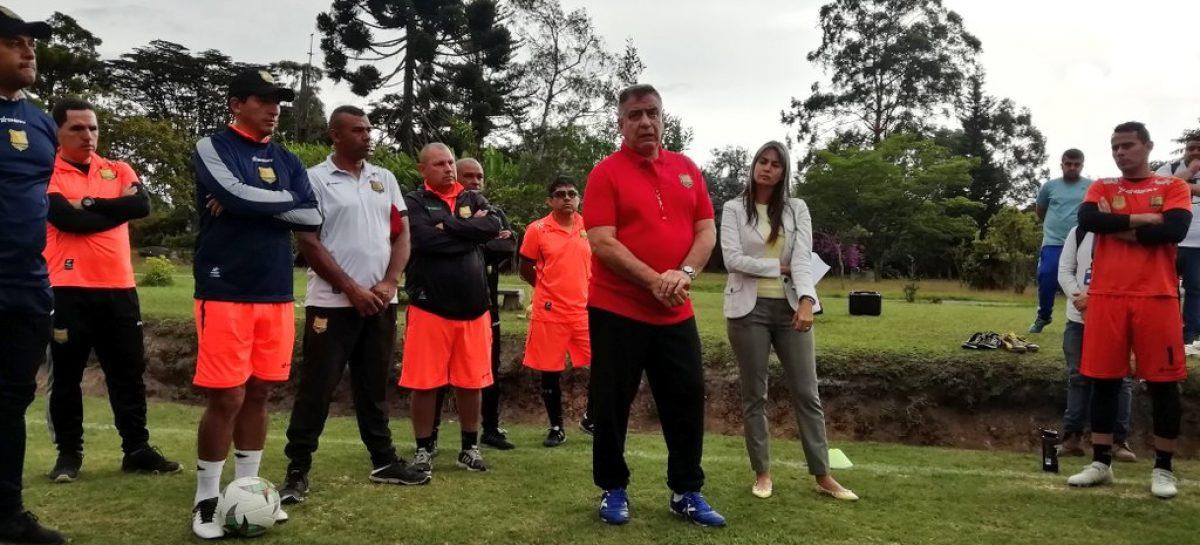 Ever Hugo Almeida fue presentado como nuevo entrenador de Rionegro