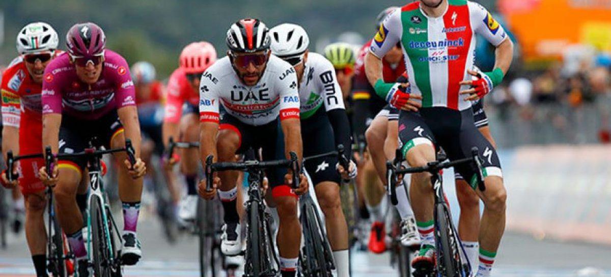 Por decisión de los jueces, Fernando Gaviria ganó la tercera etapa del Giro de Italia