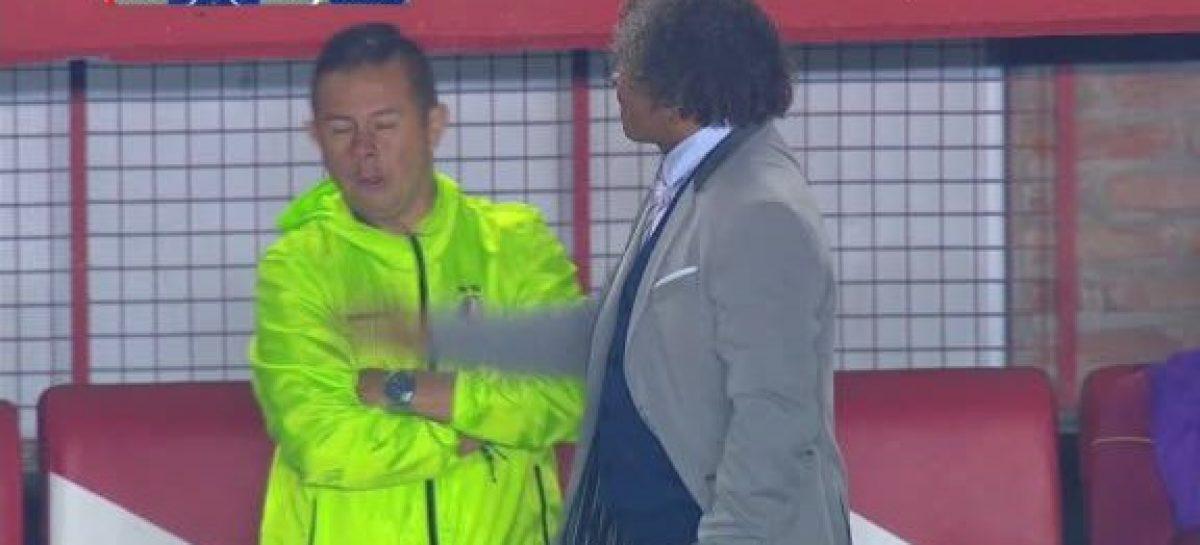 Alberto Gamero cacheteó a un colaborador durante el partido ante Argentinos Juniors