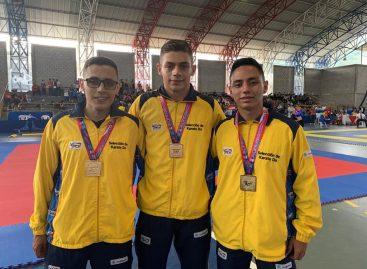 Karatecas de Marinilla se coronaron campeones en Costa Rica