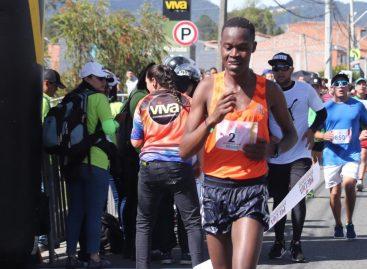 Julius Kipyego Keter fue el ganador de la Media Maratón de La Ceja