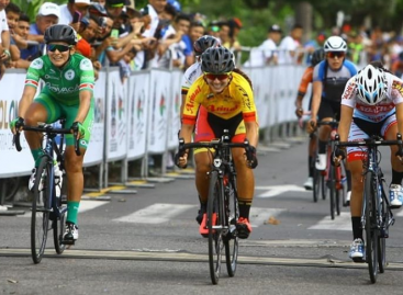 Katherin Steisy Montoya ganó la primera etapa del Tour Femenino