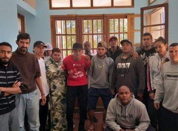 Maltrato, ilegalidad y humillación: la pesadilla que viven 15 hinchas del DIM en Argentina