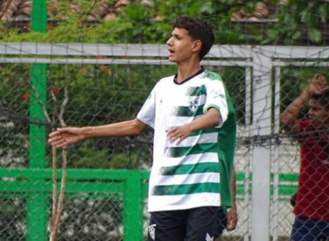 Stiven Flórez, el joven que sueña con ser futbolista para regalarle una casa a su mamá
