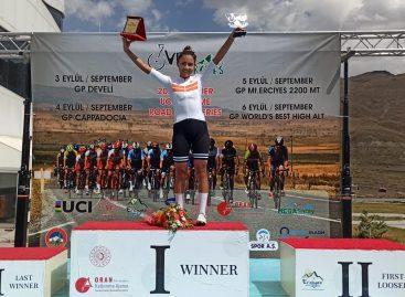 Histórico triunfo para el ciclismo femenino: Laura Toconás ganó el GP Develi en Turquía