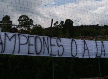 """""""¡Campeones o a la calle!"""": Hinchas de Nacional expresaron su inconformismo en Guarne"""