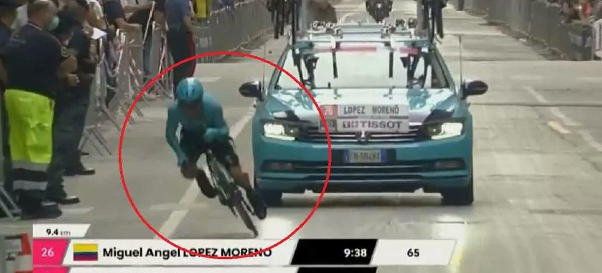 Miguel Ángel López fue retirado en ambulancia tras fuerte caída en el Giro de Italia