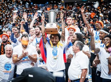 Braian Angola, primer colombiano en coronarse campeón de la Copa Europea de la FIBA