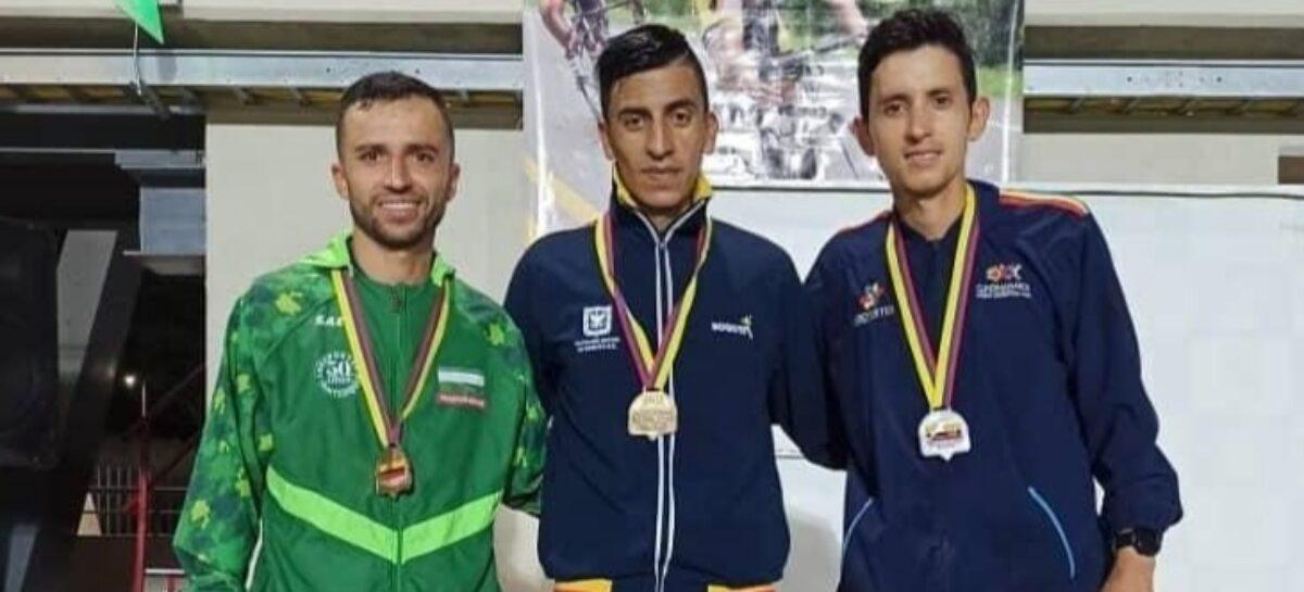 El cejeño David Gómez ganó medalla de bronce en el Campeonato Nacional de Atletismo