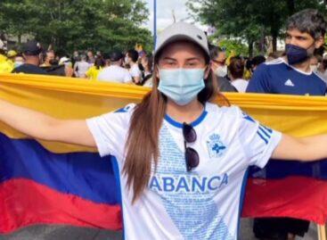 Futbolista rionegrera se unió a las protestas de los colombianos en Sevilla