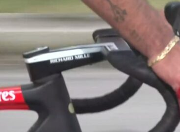 ¡Mala suerte! Fernando Gaviria sufrió una caída en la octava etapa del Giro de Italia
