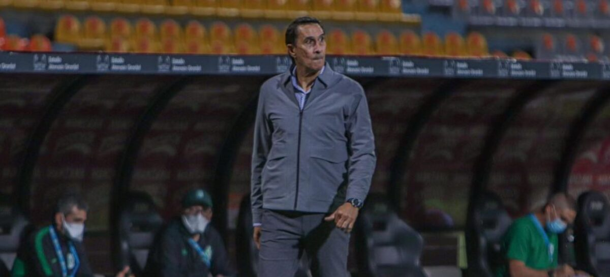 ¡No va más! Alexandre Guimarães no continuará como DT de Nacional