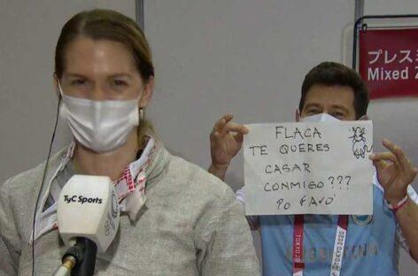 En plena entrevista, entrenador le pidió matrimonio a una esgrimista argentina