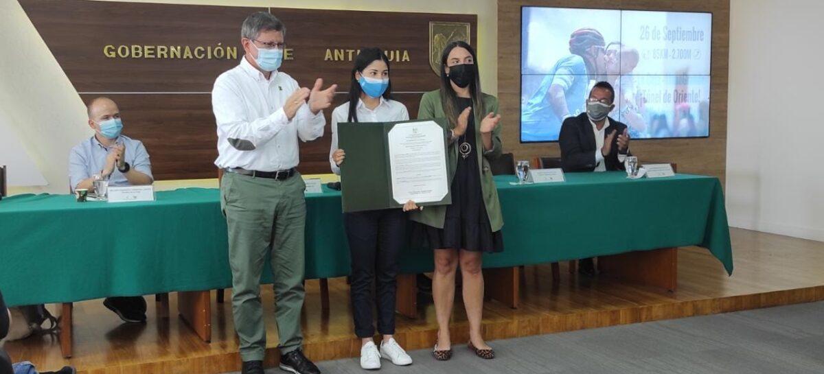 La cejeña Paula Patiño recibió reconocimiento de la Gobernación de Antioquia